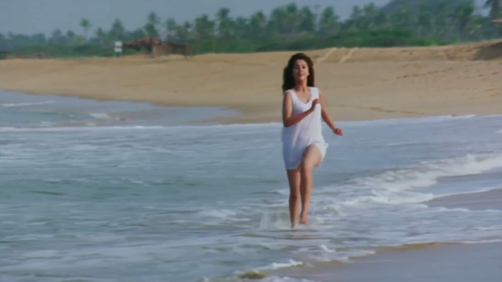 Urmila Matondkar reveals she wore Jackie Shroff's ganjee in Rangeela's Tanha Tanha song: 'To be honest, it was fun' | Bollywood - Hindustan Times