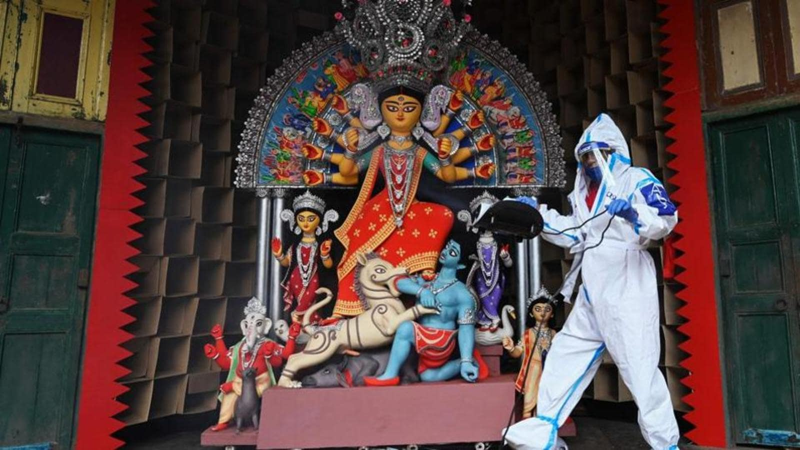 Visitors barred from entering Durga Puja pandals in Bengal this year too
