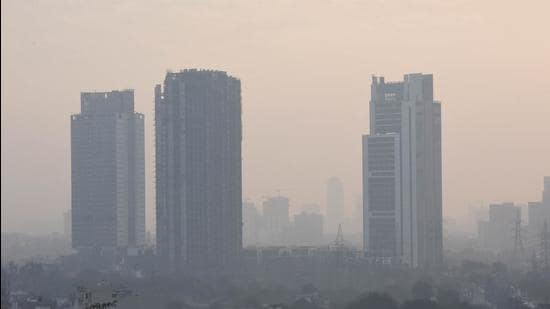 The main causes for pollution in Gurugram have been identified as dust pollution due to construction and demolition activities, vehicular pollution, and solid waste burning. (Vipin Kumar/HT)