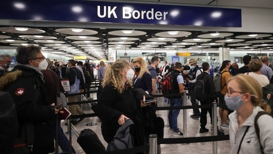 UK government has now mentioned the provision of mandatory 10-day quarantine in its travel advisory for people travelling to India.