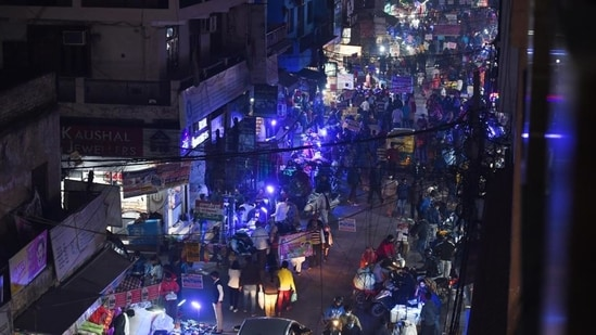 NASVI said that the street vending Act recognizes that 5% of population could be engaged in street vending activities.(HT Photo)