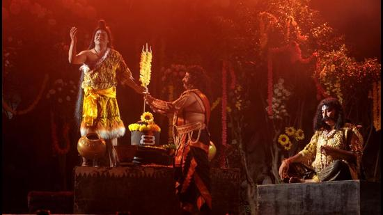 The season's first Ramlila, being performed by Azaad Dramatic Club, kicked off at Sector 20 in Chandigarh on Monday. (Ravi Kumar/HT)