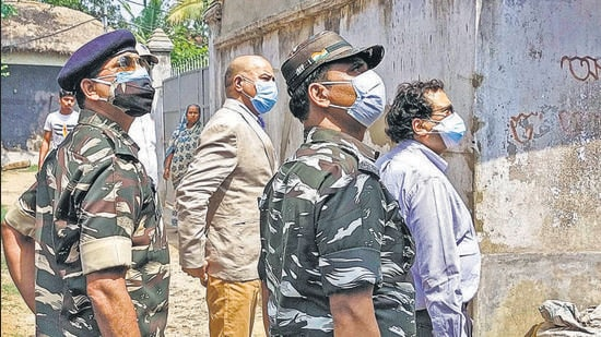 MHA team along with police personnel conduct investigation on post-poll violence in West Bengal. CBI and SIT of the West Bengal Police filed status reports before the Calcutta high court . (PTI)