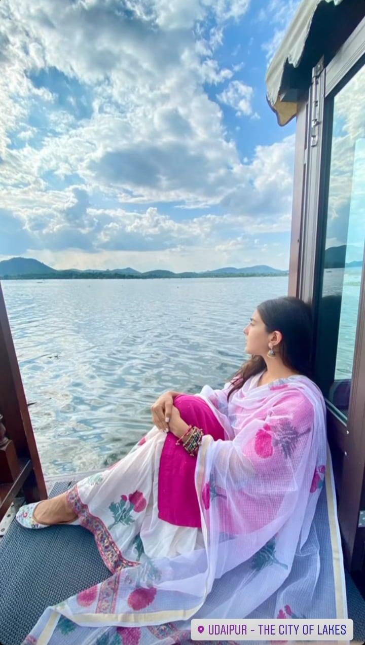 Sara Ali Khan in a cotton sharara set at a lake side in Udaipur(Instagram/saraalikhan95)