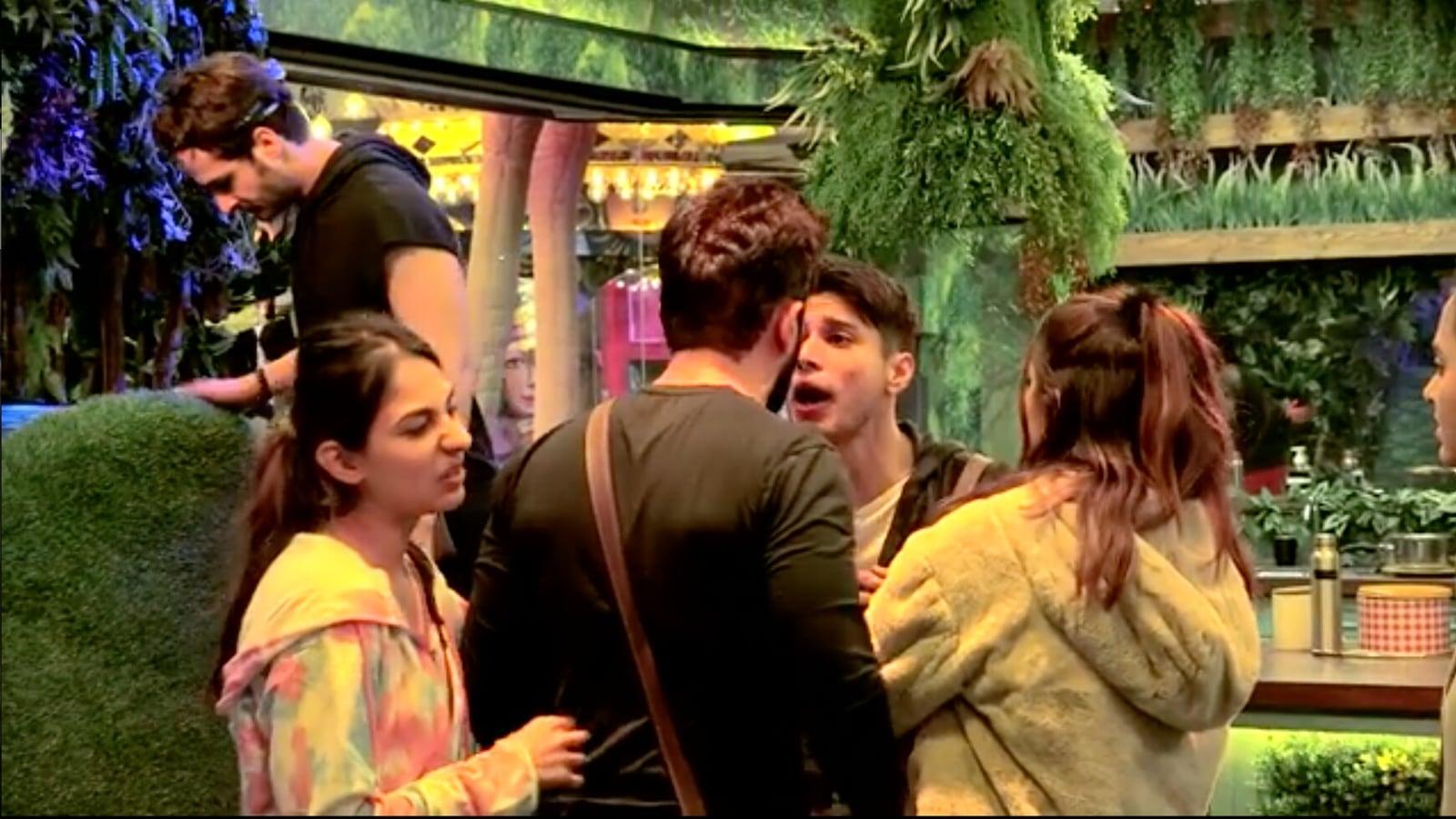 Bigg Boss 15: Twitter supports Pratik Sehajpal after Jay Bhanushali calls  him dedh futiya: 'Salman Khan has same height' - Hindustan Times