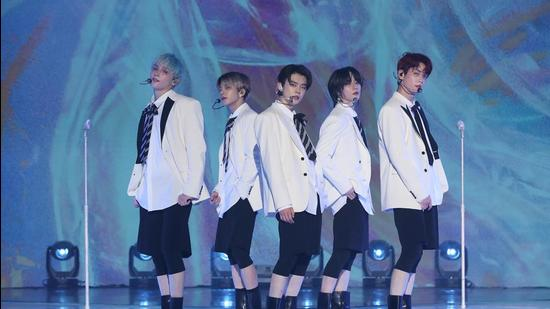 K-pop band Tomorrow X Together packed 25 songs in their energetic debut concert (BIGHIT MUSIC)