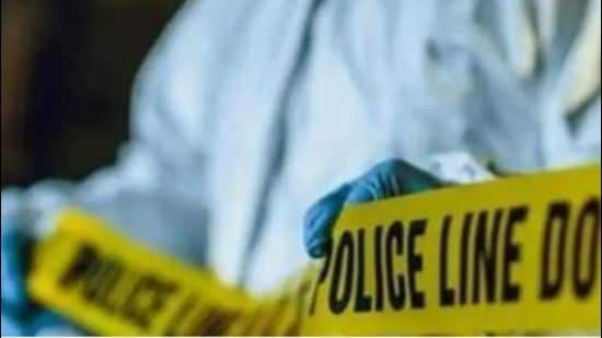 Police said three men had rented two rooms in a building in southwest Delhi's Mohan Garden area, where they mixed the heroin with chemicals to manufactured fine quality heroin, before supplying it to people in different parts of the city. (Picture for representation only/HT)