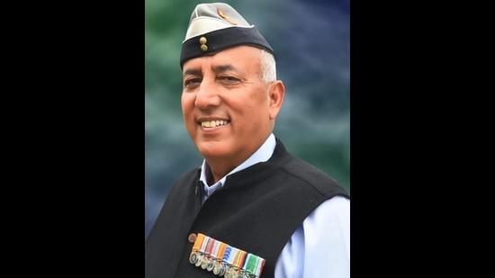 BJP candidate Brigadier Kushal Thakur (retd), a Kargil war hero, will take on Pratibha Singh of the Congress in the Mandi parliamentary byelection on October 30. (HT file photo)