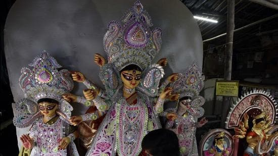 The BBMP said that its chief commissioner Gaurav Gupta spoke to senior officials and Durga Puja associations and then revised the guidelines. (Sanjeev Verma/HT PHOTO)