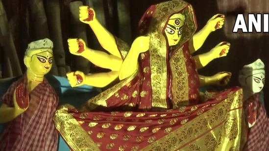 Durga idol at a pandal by Bandhu Mahal Club in Baguiati, Kolkata.(ANI)