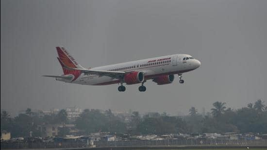 The privatisation of Air India is an inflection point, a bell weather of New India's new trajectory. That is not so much about its size. It is primarily about the symbolism of pulling the plug on hypocritical vested interests (Satyabrata Tripathy/HT Photo)