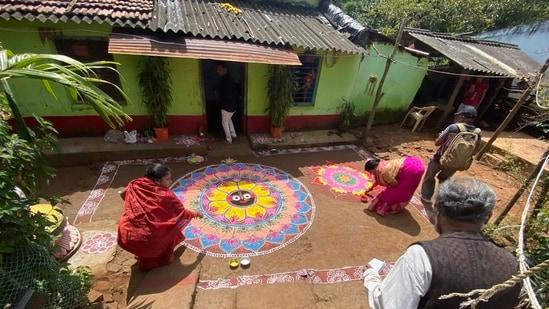 Odisha tries to revive 'Jhoti' folk art(Twitter/sudarsansand)