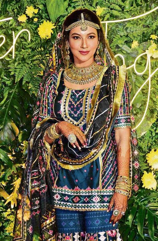 Gauahar Khan shines in her wedding photoshoot (Photo: viral bhayani)