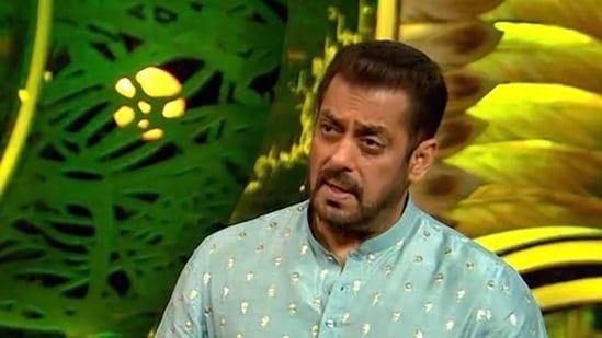 Bigg Boss 15: Fans call it 'disgusting' as Salman Khan appears to abuse  Pratik Sehajpal on Weekend Ka Vaar. Watch - Hindustan Times