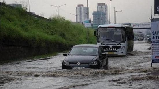 A police officer said that the traffic jam at the Pune airport was due to heavy rains and ongoing road repair works (HT Photo/File/Representative use)