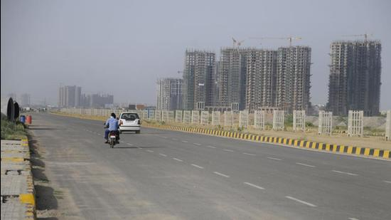 Besides linking newer sectors 36, 88, and 89, among others, with the Dwarka Expressway, the Pataudi Road stretch also connects residents to the Western Peripheral Expressway at the other end. (HT Archive)
