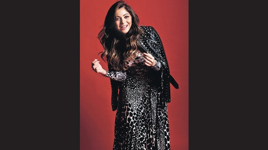 Kanika Kapoor performed to a mash-up of her numbers before 60,000 music lovers