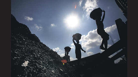 Amid the crisis of coal supply for power generation, 13 units of state-owned and private power generation thermal plants have stalled, leading to a shortfall of 3,330MW. (AP)