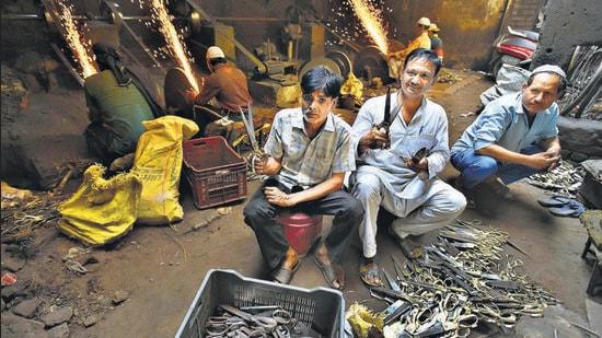 (From left) Abdul Aziz and Mohammad Anis at the world famous Kainchi Bazar (scissors market) in Meerut.(Raj K Raj/HT Photo)