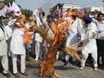Farmers shout slogans against the three farm laws(AFP)