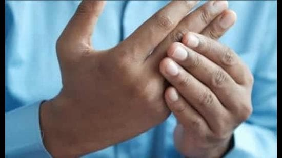 Arthritis patients often face loss of grip and hence are unable to pick up things and seek help from other family members (Pic for representation)