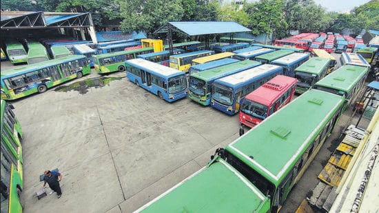 PMPML buses did not run in the morning on Monday in Pune due to the Maharashtra bandh called by the MVA government, and supporting parties. (RAHUL RAUT/HT)