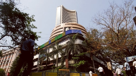 Sensex ends 149 points higher to close day at 60,284; Nifty soars to 17,992(MINT)