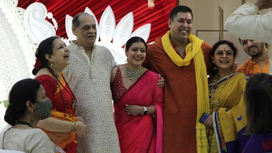 Kajol was all smiles as she met her extended family at the pandal. (Varinder Chawla)