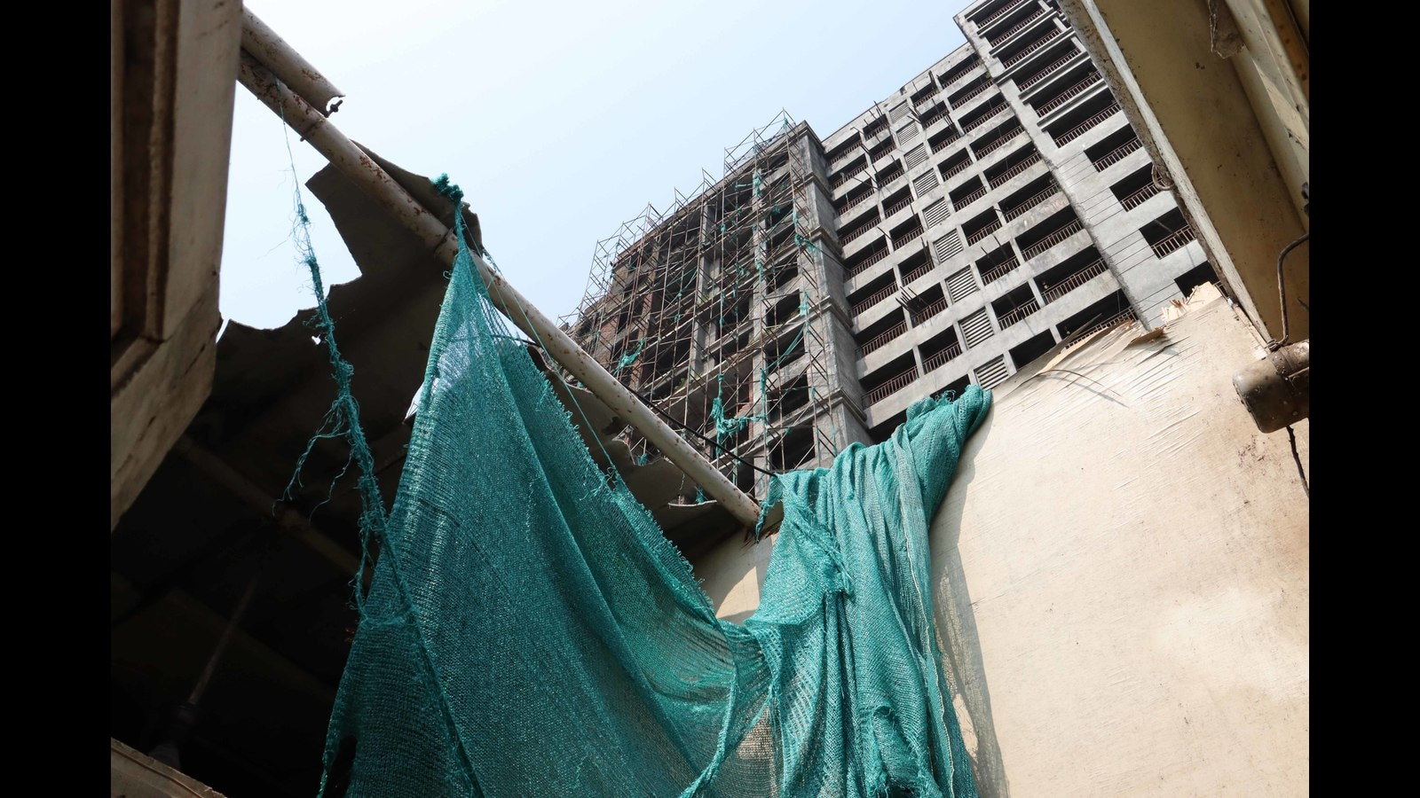 3 injured as scaffolding of under-construction building in Kalyan collapses due to wind