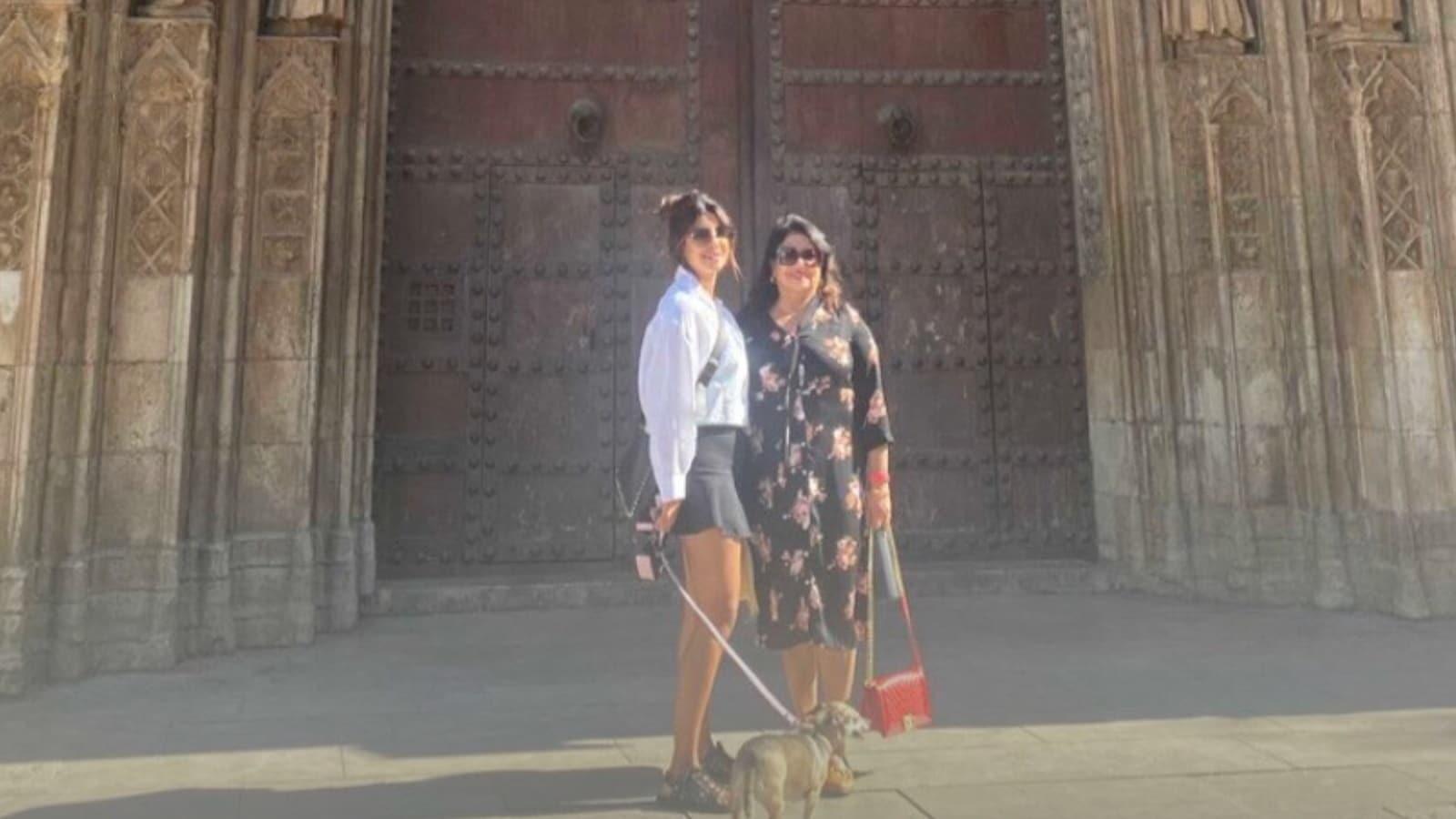 Priyanka Chopra takes time off Citadel shoot, goes sightseeing in Spain with mum and Diana. See pics | Bollywood - Hindustan Times