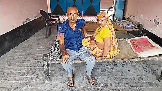 Brajesh Tyagi and his wife at their Ghaziabad home (HT Photo)
