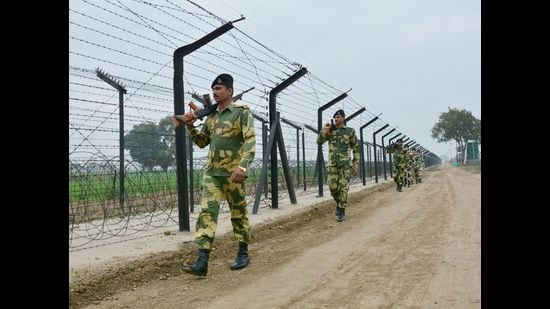 Centre's move to widen the jurisdiction of Border Security Force (BSF) for seizure, search and arrest up to 50km from the international border with Pakistan in Punjab came under attack, leading to a political slugfest. (Sameer Sehgal/HT)