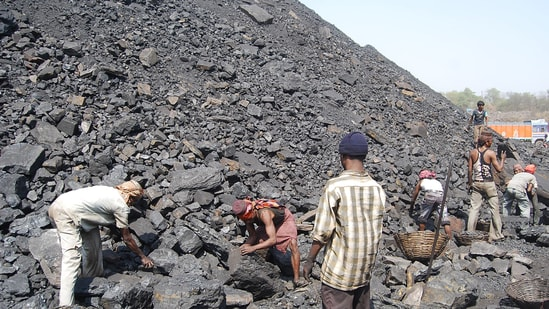 India's 119 coal-fuelled power projects totaling 129.866 gigawatt (GW) capacity had four days of stocks.(HT File)