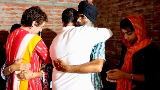 Congress leaders Rahul Gandhi and Priyanka Gandhi Vadra visited Tikunia village on October 7 to meet the family members of one of the farmers who died in Lakhimpur Kheri violence.(HT Photo)
