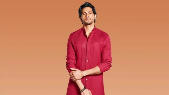 Sidharth Malhotra rekindles our crush with his ethnic look in red kurta, pants(Elevate Promotions)