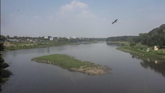 """A view of Mula Mutha river from Sangam bridge near RTO in Pune, on Wednesday. PMC's riverfront development project will see bring the concept of """"red"""" and """"blue"""" lines (flood lines) to an end. (Pratham Gokhale/HT)"""