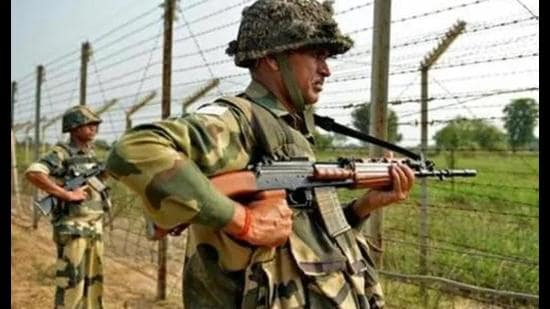 Six border districts in Punjab—Amritsar, Tarn Taran, Gurdaspur, Pathankot, Ferozepur and Fazilka—will be affected by the BSF's wider jurisdiction for raids and arrests under the Narcotics Drugs and Psychotropic Substances (NDPS) Act and the Indian Passports Act. (HT Photo)