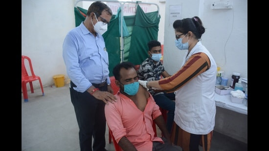 Maharashtra achieved a milestone of administering 90 million Covid-19 vaccine doses to its citizens as well as recording a lower Covid-19 positivity rate this week. (HT)