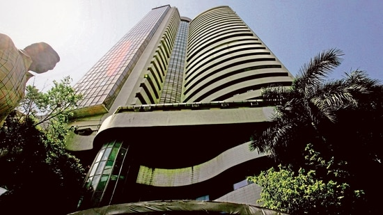 Sensex rallies 200 points to open session at 60,505; Niftyabove 18,000.(HT_PRINT)