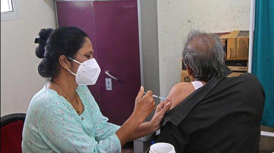 As per the authorities, Pune district reported 510 fresh Covid positive cases in 24 hours on Thursday. Three Covid deaths were reported in Pune district. (HT PHOTO)