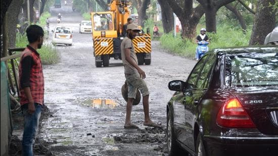 """BMC for its part has now said that there will be """"no proposal of widening of existing asphalt road"""" and that """"due care will be taken to protect existing trees and the adjoining Aarey forest. (HT PHOTO)"""