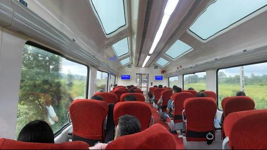 The Vistadome coach on the Mumbai-Pune Deccan Express has received an overwhelming response from passengers. (HT PHOTO)