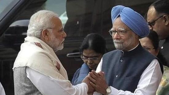 PM Modi with former PM Manmohan Singh (File Photo)