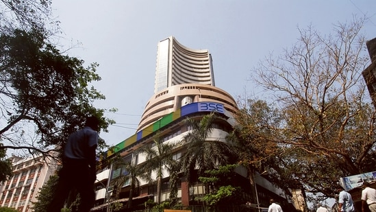Sensex soars 568 points to end at all-time high of 61,305; Nifty closes at 18,338(Mint)