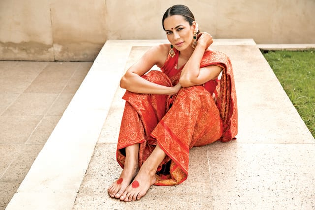Dressed in a gorgeous red jamawar saree handwoven on pure katan silk with gold zari, Adhira Ghosh wears alta on her feet. Alta resembled blood, a symbol of fertility and prosperity. A pop of heena colour meenakari on the sari adds to its beauty. (Photo: Akhil Verma)