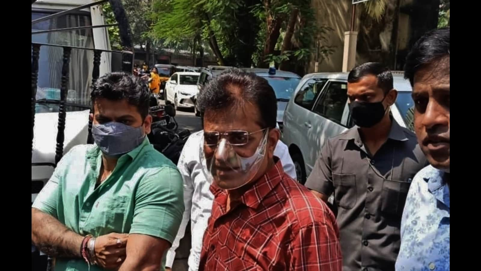 BJP leader Somaiya meets Karmuse in Thane a day after Awhad was arrested and released on bail