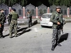 Security personnel at the site of attack in Srinagar.(Waseem Andrabi/HT)