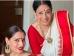 Bipasha Basu looked drop-dead gorgeous as she posed with her mother Mamta Basu on Vijayadashami.(Instagram/@bipashabasu)