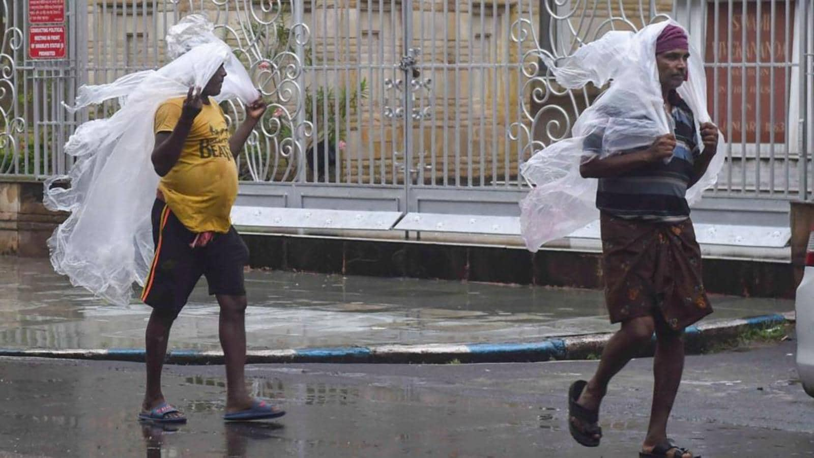 Heavy rain in south Bengal likely to continue over next 48 hrs