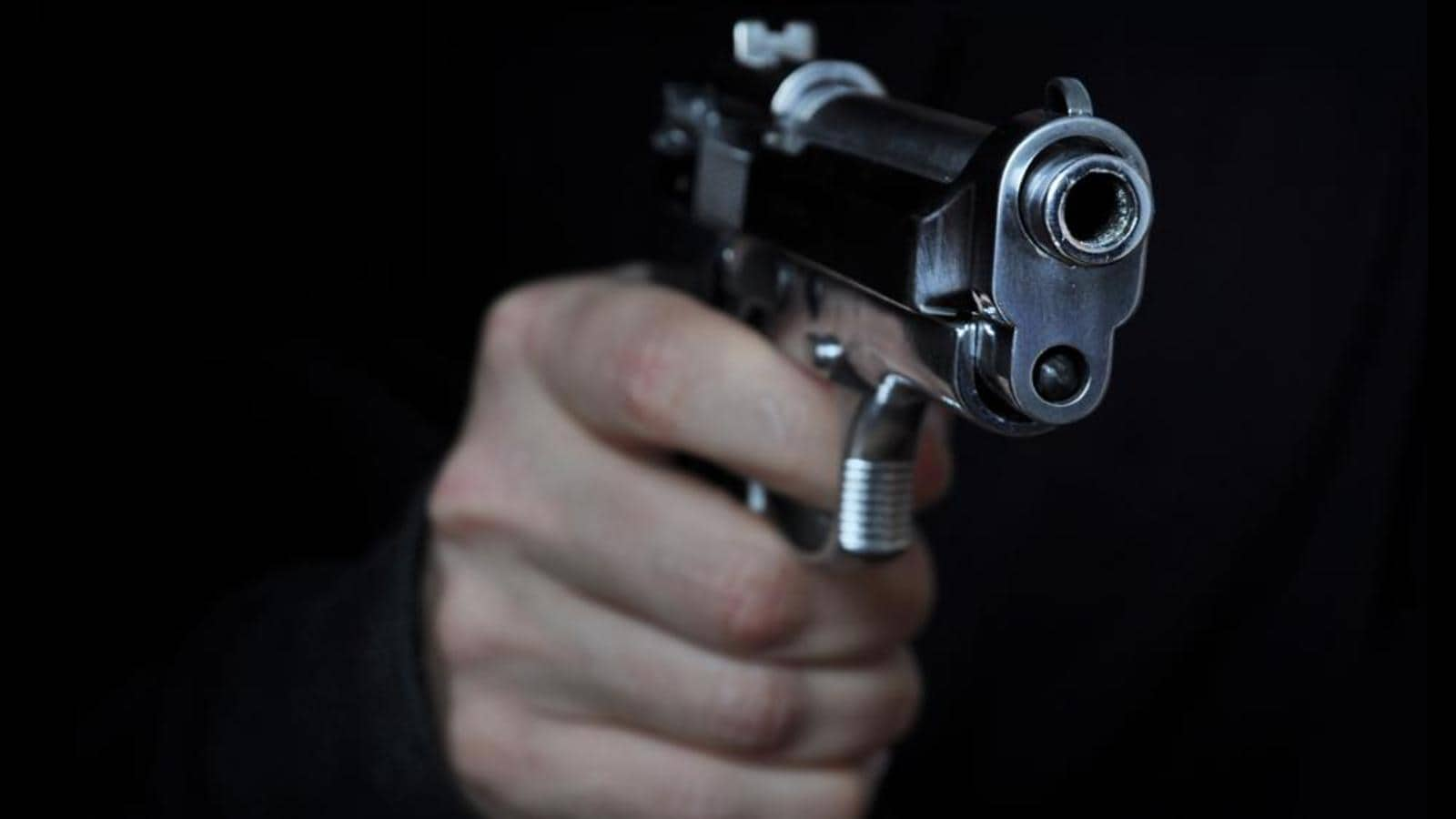 Police constable among six arrested for threatening Kalyan bar owner with gun
